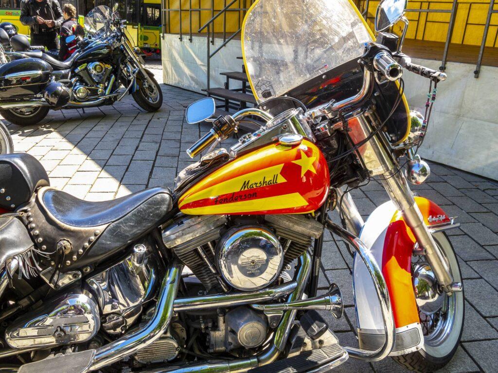 moto harley marshall jaune rouge