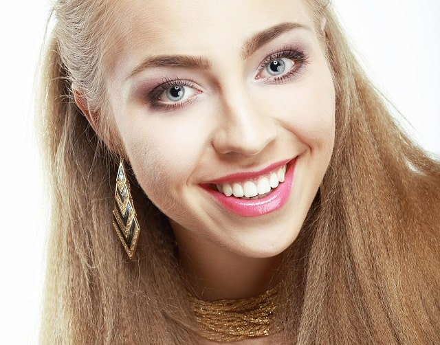 sourire de start avec facette dentaire